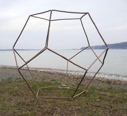Dodekaeder aus Haselnussstöcken