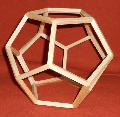 Prototyp Dodekaeder mit Kanthölzern