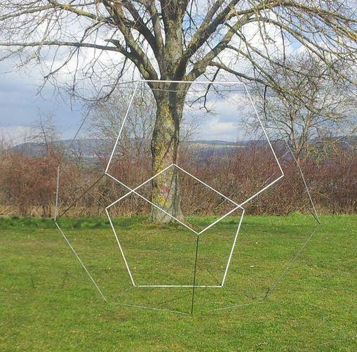 Dodekaeder, begehbar aus Edelstahl