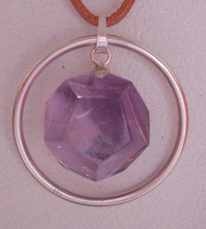 Dodekaeder-SchmuckanhängerAmethyst im Ring
